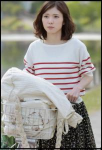 ウチの夫は仕事ができない、松岡茉優、第1話、衣装