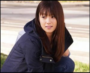 隣の家族は青く見える、深田恭子、第1話、ドラマ衣装、コート、デニム
