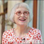 【角野栄子】のオシャレ感と個性的メガネのファッションのライフスタイル趣味多彩。