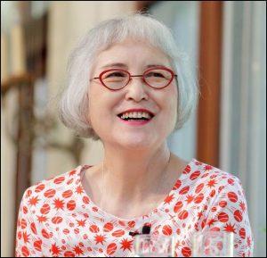 角野栄子、おしゃれ、メガネ、個性的、自分をもつ